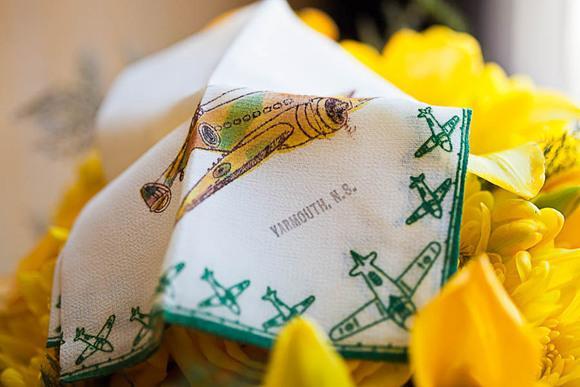 飞机上的黄色主题婚礼