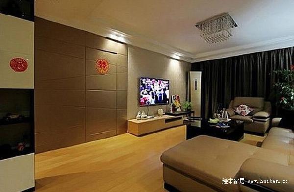 客厅电视背景墙的一边设计了隐形门是通往卧室的