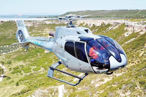 AW169  AW609 AW119Kx 去年10月份,阿古斯塔-韦斯特兰公司揭开了AW119Kx的神秘面纱。这款直升机上配备了专为直升机设计的GPS导航系统Garmin G1000H,这款系统除了可以在飞行面板上显示出虚拟图像,提供移动地图外,还具有障碍物规避功能。该导航系统整合了两个10.4英尺的LCD屏幕,分别用来显示基本的飞行信息,还可完成直升机维护所需的检测和数据分析。据悉,对这款直升机的资格认证将在今年上半年完成。 AW169 阿古斯塔-韦斯特兰公司在2010年发布了4.