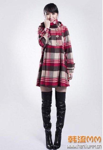 冬季女性服装搭配中长款彩色格子大衣