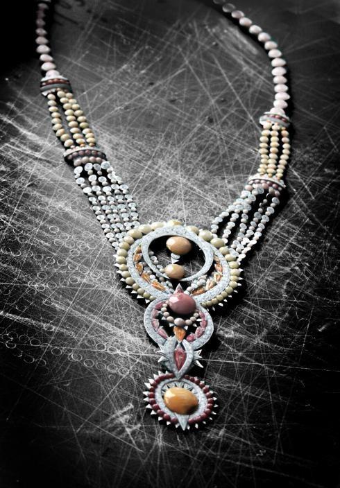 kernick将高级定制珠宝的手绘图做成了立体纸首饰