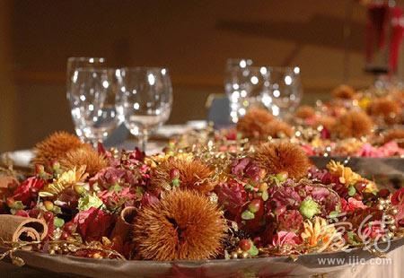 自助餐台是欧式婚礼必不可少的装饰环节