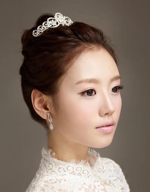 高雅新娘皇冠发型图片欣赏