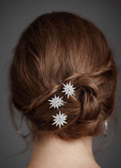 流行美盘发发型图片 美美过秋做优雅女人 (400x553)图片图片