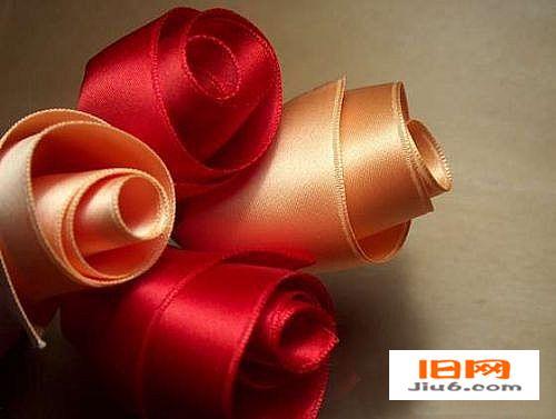 丝带折花系列教程—布艺丝带玫瑰花的制作方法