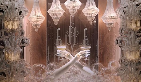 蒂芙尼纽约第五大道店的华丽珠宝橱窗陈列