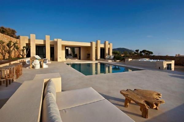 西班牙伊比沙岛豪华现代度假别墅