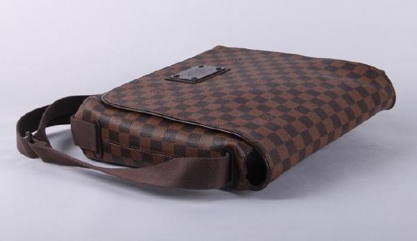 配件:lv身份证,lv说明书,lv防尘袋 流行元素:lv格纹 背包方式:单肩包图片