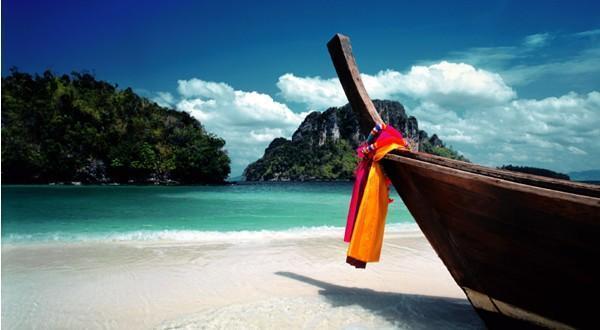 5小时),此为景色秀丽的乡间度假胜地,园内有大型表演场,可观看到泰国