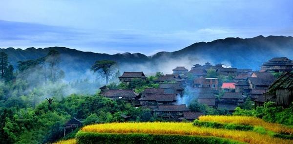丹寨旅游小镇塔图片