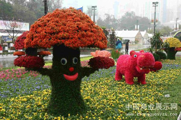 其中展会上展出的用植物花卉巧妙设计的可爱动物造型