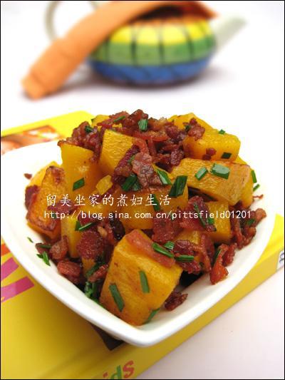 南瓜里胡萝卜素丰富,吃太多人体不能及时代谢会积留,形成胡萝卜血症