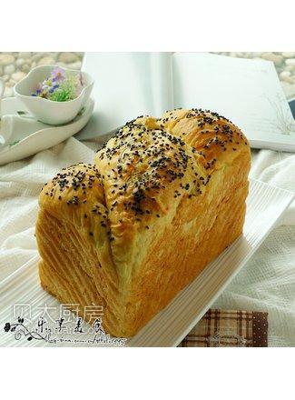 面包机烤出花式土司---胡萝卜玉米面土司