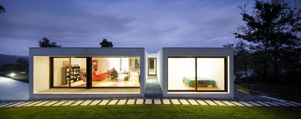 整个设计吸引人的地方在于混凝土的外观以及一些有趣的景观建筑细节.